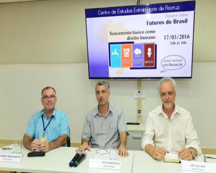 Guilherme Franco Netto (esquerda), José Maurício Domingues e Leo Heller (Foto: Peter Iliciev/CCS/Fiocruz)