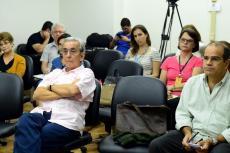 José Noronha (de braços cruzados) e Rogério Lannes (Foto: Peter Iliciev/CCS/Fiocruz)