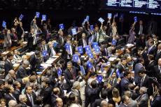 Deputados comemoram aprovação do projeto de lei